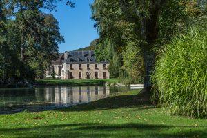 Abbaye de la Bussière and Lake